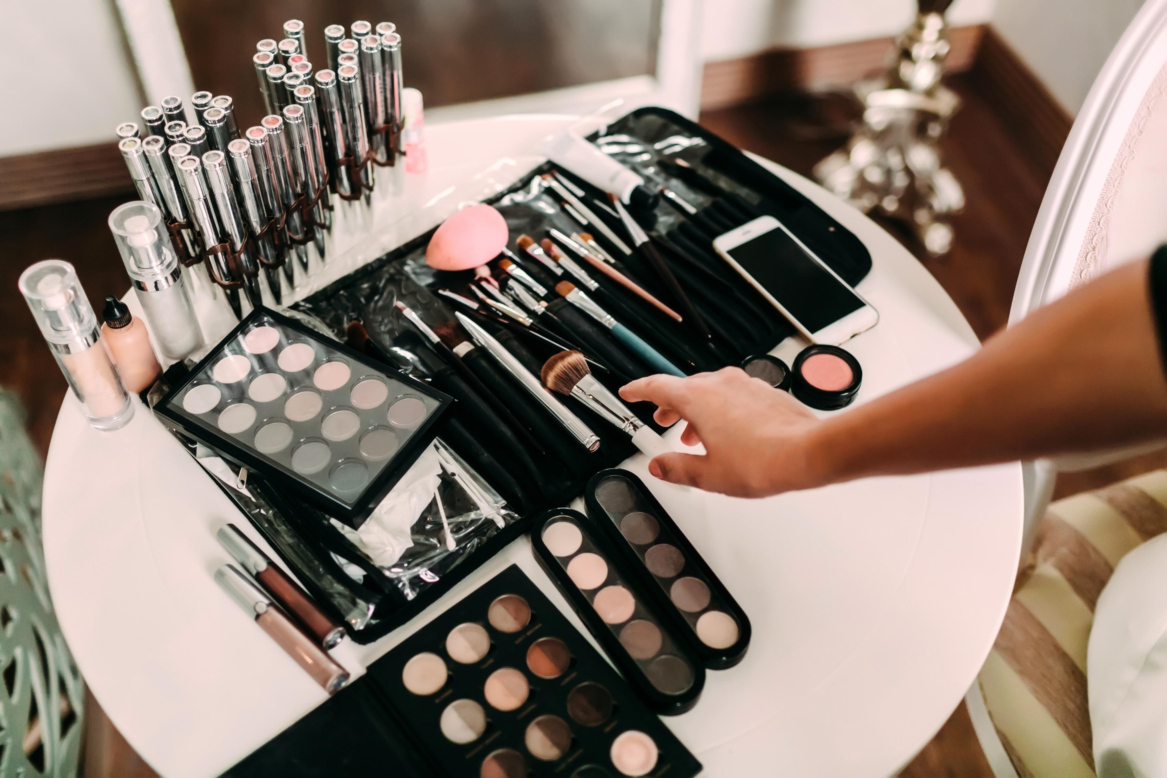 cdcec3f8c Existen productos de belleza que tienen usos alternativos secretos que  probablemente no conoces. Es decir, productos que fueron creados con un  fin, ...