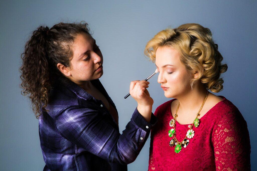 Maquilladora Profesional exitosa